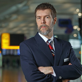 COMEDIAN RHOD GILBERT TRAINS TO BE BRITISH AIRWAYS CABIN CREW