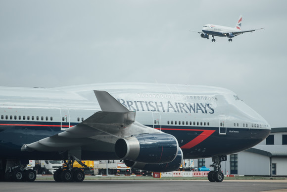 British Airways - LANDOR HOPE AND GLORY: 747 TOUCHES DOWN AT